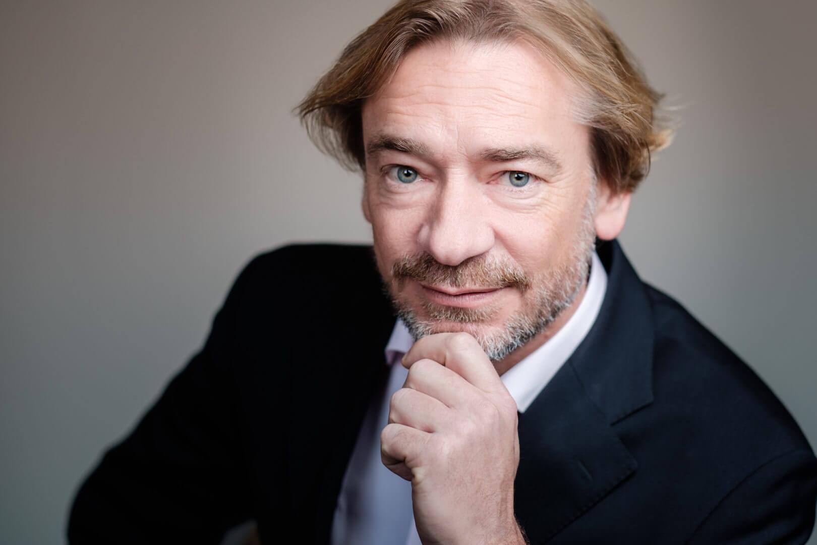 Dr Holger Fischer